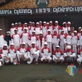 Foto bersama Plt Bupati Malang, HM Sanusi bersama atlet dan official di Pendopo Agung (Hendra Saputra)