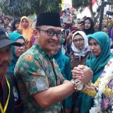 Bupati Jember dr. Hj. Faida MMR saat menghadiri acara Festival Tahu Tempe di Desa Wonosari Puger (foto : Ayunk Basid / Jatim TIMES)