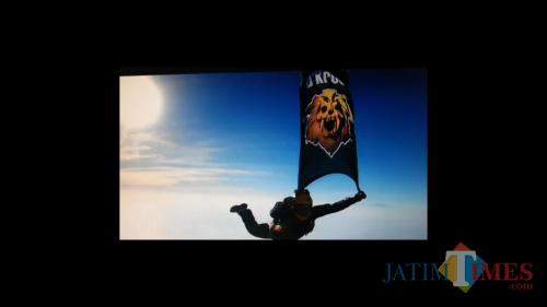 Tangkapan layar cuplikan video klip single terbaru band d'Kross. (Foto: Dokumen MalangTIMES)