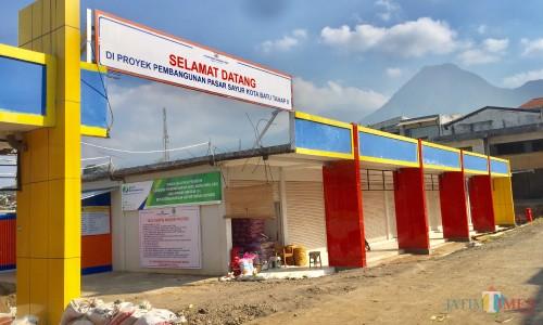 Area tengah pasar sayur Kota Batu sudah terlihat mulai dibangun dan ditutup. (Foto: Irsya Richa/MalangTIMES)