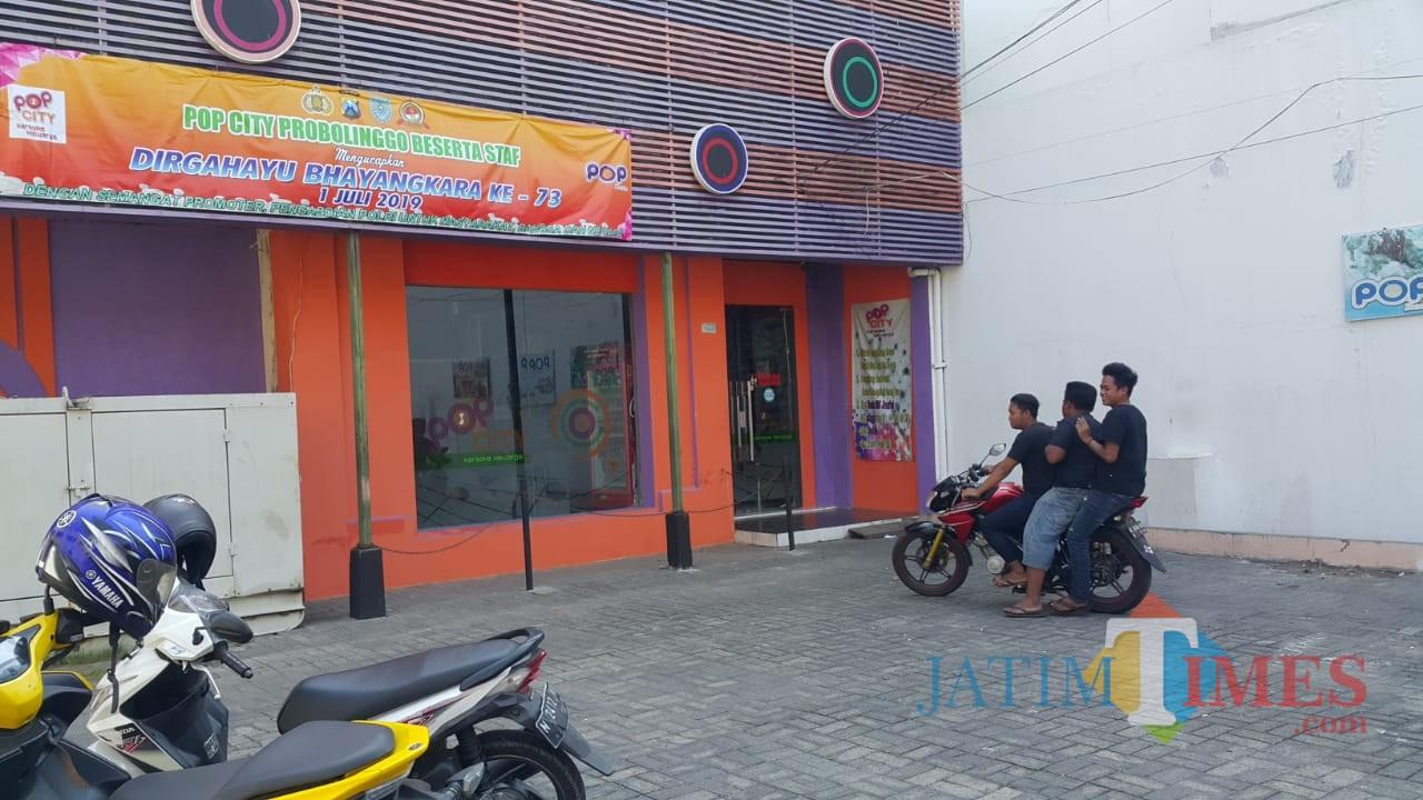 Tempat hiburan malam karaoke keluarga Pop City, lengang  setelah dilarang beroperasi  (Agus Salam/Jatim TIMES)