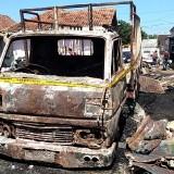 Truk yang ikut terbakar dalam kejadian terbakarnya gudang rongsokan