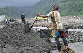 Aktivitas di tambang pasir Kaliputih Kab Blitar