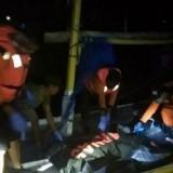 Personil gabungan SAR saat mengevakuasi jenazah korban Junaidi