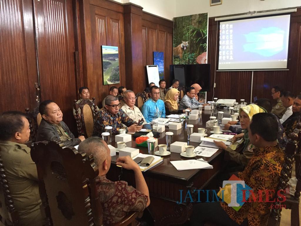 Pertemuan Bupati Lumajang H. Thoriqul Haq dengan Kementerian LHK di Bogor (Foto : Moch. R. Abdul Fatah / Jatim TIMES)