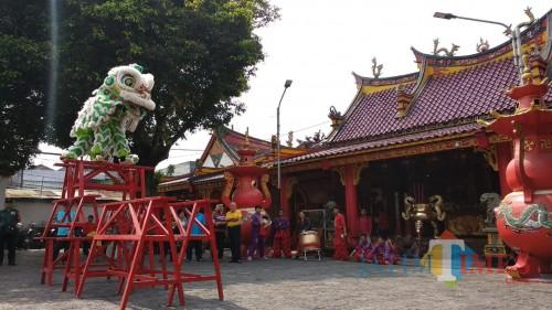 Pertunjukan Barongsai memperingati hari ulang tahun Klenteng Emg An Kiong ke 194 tahun (Pipit Anggraeni/MalangTIMES).