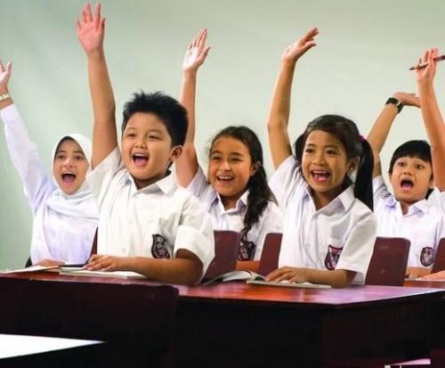 Ilustrasi keceriaan siswa dalam proses belajar di ruang kelas (berbagi ilmu)