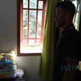 Kamar Dewi,  dan jendela kamar tempat pembacok masuk (foto : Joko Pramono/Jatim Times)