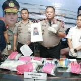 Kapolda Jatim Irjen Pol Luki Hermawan saat merilis pelaku tewas