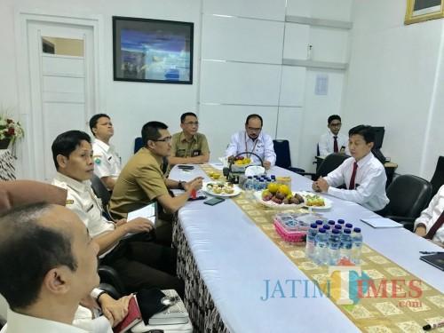 Pertemuan antara BP2D Kota Malang dengan KPP Pratama Malang Selatan untuk membahas penyusunan sistem terintegrasi. (Foto: Dokumen MalangTIMES)
