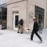 Salah satu tampilan manekin jalanan karya Mark Jenkins  (Foto: Istimewa)