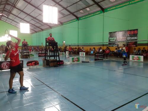 Suasana pertandingan turnamen Pempek Farhan Open 2019 di GOR Djagung, Kota Malang (Arifina Cahyanti Firdausi/MalangTIMES)