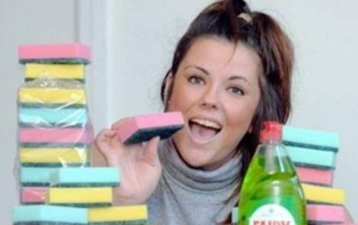 Emma Thompson, perempuan asal Inggris yang selalu makan spon usai direndam sabun (istimewa)