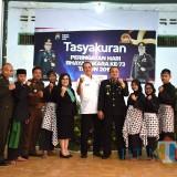 Sekda Kota Kediri Budwi Sunu (tengah) bersama Wakapolres Kompol Iwan Sebastian dalam acara tasyakuran HUT Bhayangkara Ke-73. (eko Arif s /JatimTimes)