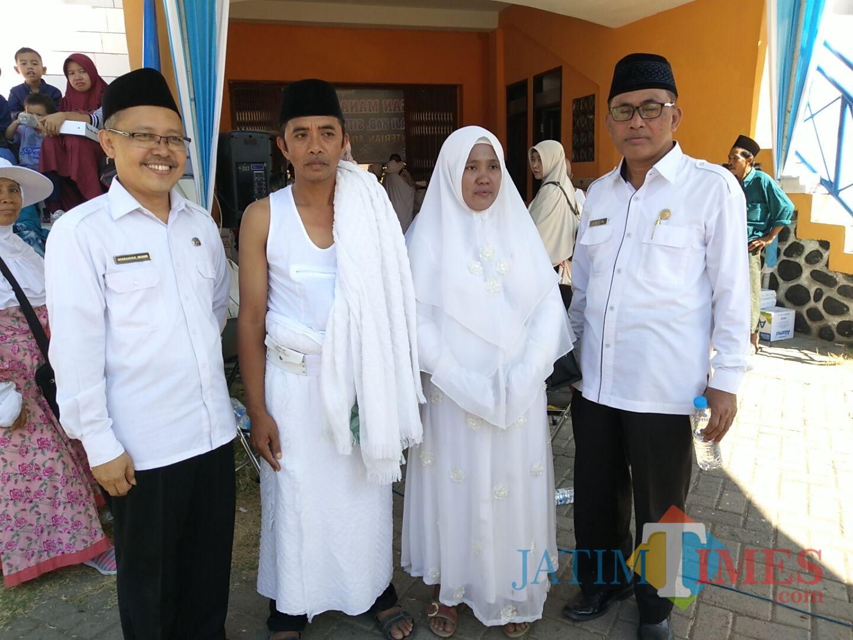 Taji bersama istri foto bersama diapit Ka Depag Baru dan Lama (Foto: Heru Hartanto / SitubondoTIMES)