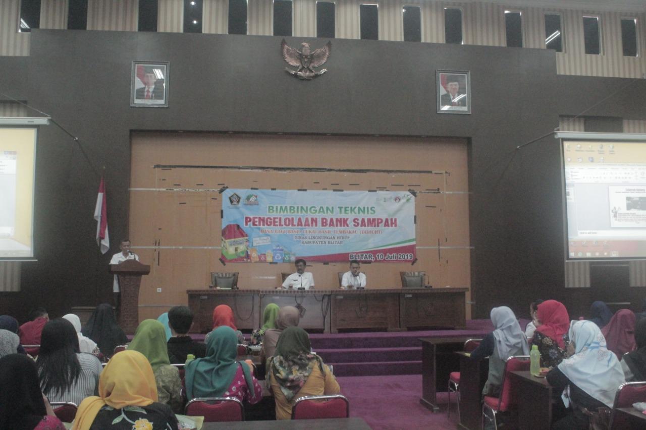 DLH Pemkab Blitar terus meningkatkan kualitas pengelolaan Bank Sampah (Foto : Aunur Rofiq/BlitarTIMES)