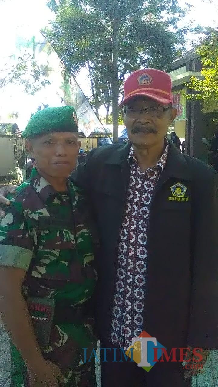 Drs, H. Nimanto (Ketua KTNA Kabupaten Bondowoso) Bersama anggota Babinsa Desa Koncer setelah sambutan Hari Krida Pertanian.