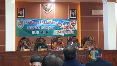 Rapat Persiapan road show bus KPK dipimpin wakil Wali Kota Probolinggop  (Agus Salam/Jatim TIMES)