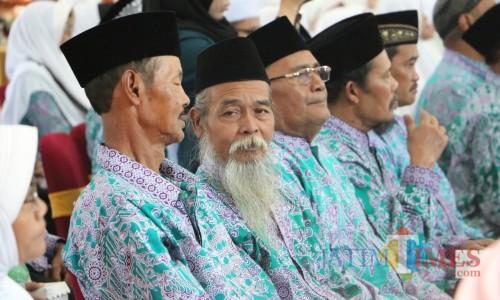 Para CJH saat dilepas Wali Kota Batu Dewanti Rumpoko di Graha Pancasila, Balai Kota Among Tani, Jumat (12/7/2019).