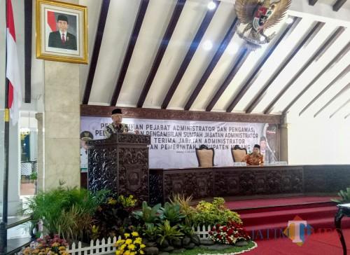 Plt Bupati Malang, Sanusi saat memberi sambutan pada pengukuhan dan pelantikan pejabat di Pendopo Kabupaten Malang. (Foto: Imarotul Izzah/MalangTIMES)