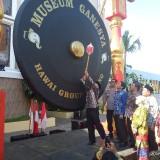 Suasana saat pemukulan gong, sebagai tanda diresmikannya museum oleh Plt Bupati Malang, Sanusi (Anggara Sudiongko/MalangTimes)
