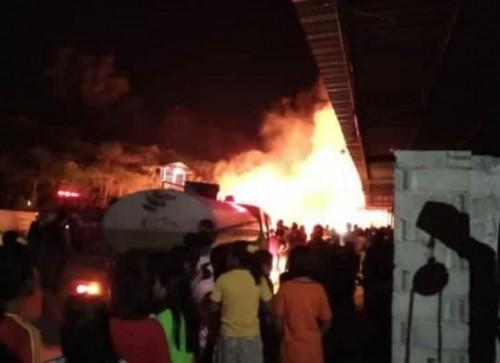 Tampak Kobaran api Lalap pabrik Triplek di Banaran / Foto : Istimewa / Tulungagung TIMES