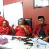 Ketua DPD PDIP Jatim Kusnadi ketika memberikan keterangan