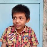 Naga Putra Wicaksono, bocah delapan tahun yang sehari-hari mengamen untuk menyambung kehidupan keluarganya. (Pipit Anggraeni/MalangTIMES).