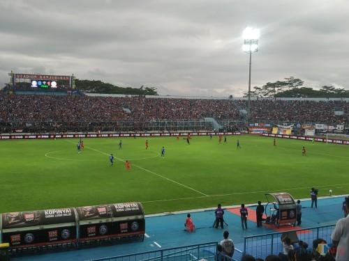 Arema FC ketika bermain di Stadion Kanjuruhan. (Hendra Saputra)