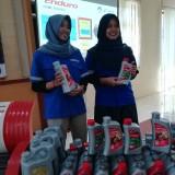 Eks pelajar SMK Cilacap yang merasakan faedah ESP yang merupakan CSR Pertamina Lubricant Cilacap. (Kiri) Erni Dwiana dan Dwi Wahyuni A (Nana)