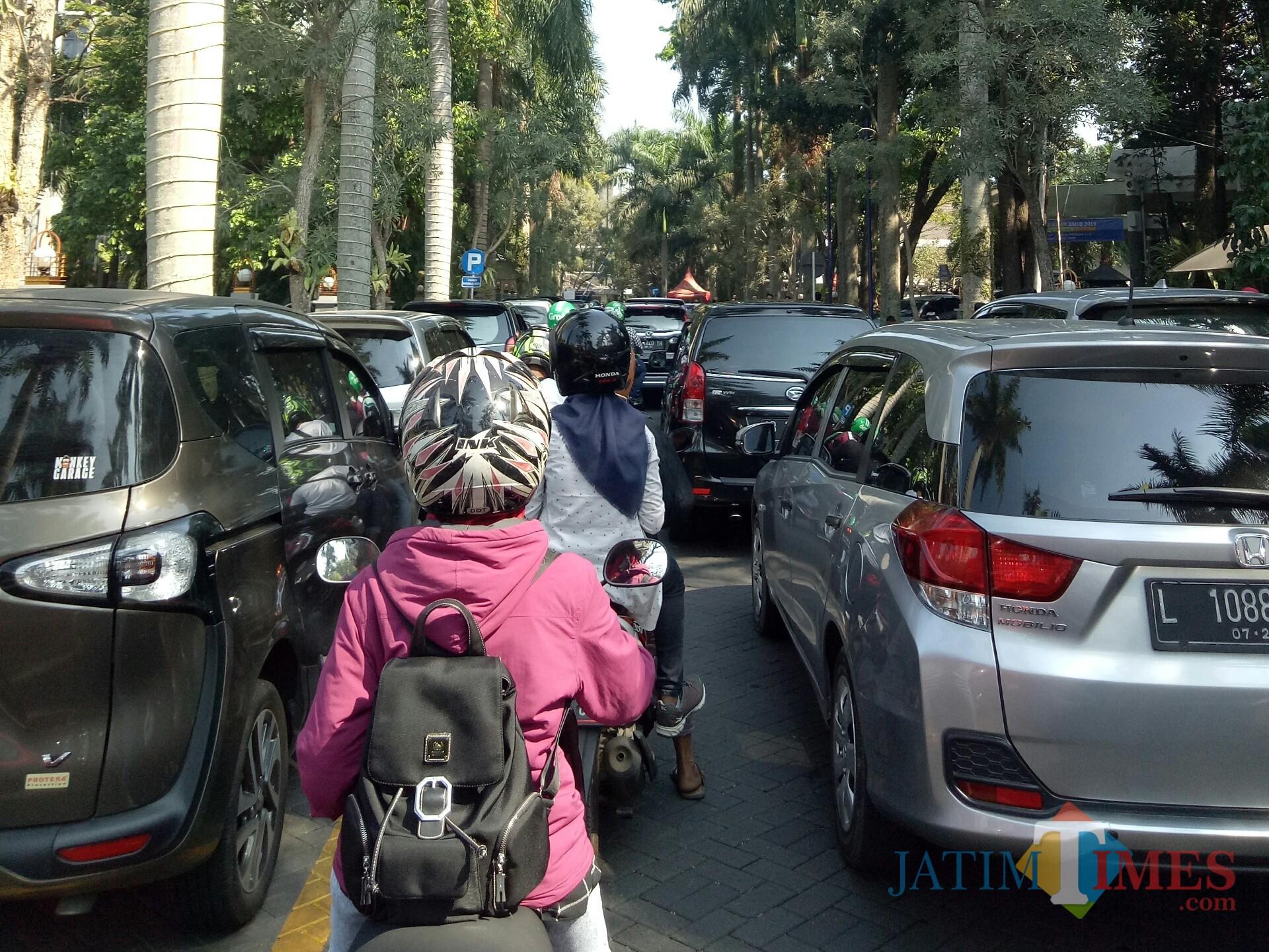 Kemacetan di Universitas Brawijaya. (Foto: Imarotul Izzah/MalangTIMES)
