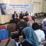 Konferensi Pers Seleksi Mandiri UB. (Foto: Imarotul Izzah/MalangTIMES)