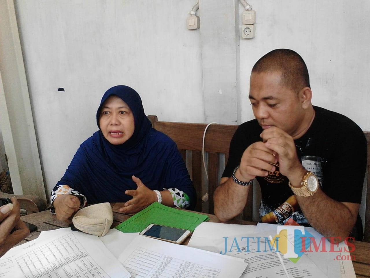 Khusnul Khotimah (kiri), korban mutasi pejabat di Kota Pasuruan.