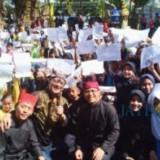 Bupati Abdullah Azwar Anas bersama ratusan siswa peserta Festival Crestive Recycle