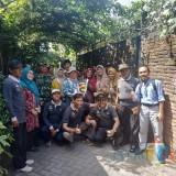 Tim juri dari DLH Kota Malang saat melakukan penjurian Kampung Bersinar. (Hendra Saputra)