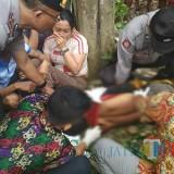 Kondisi korban saat diperiksa petugas / Foto : Dokpol / Tulungagung TIMES