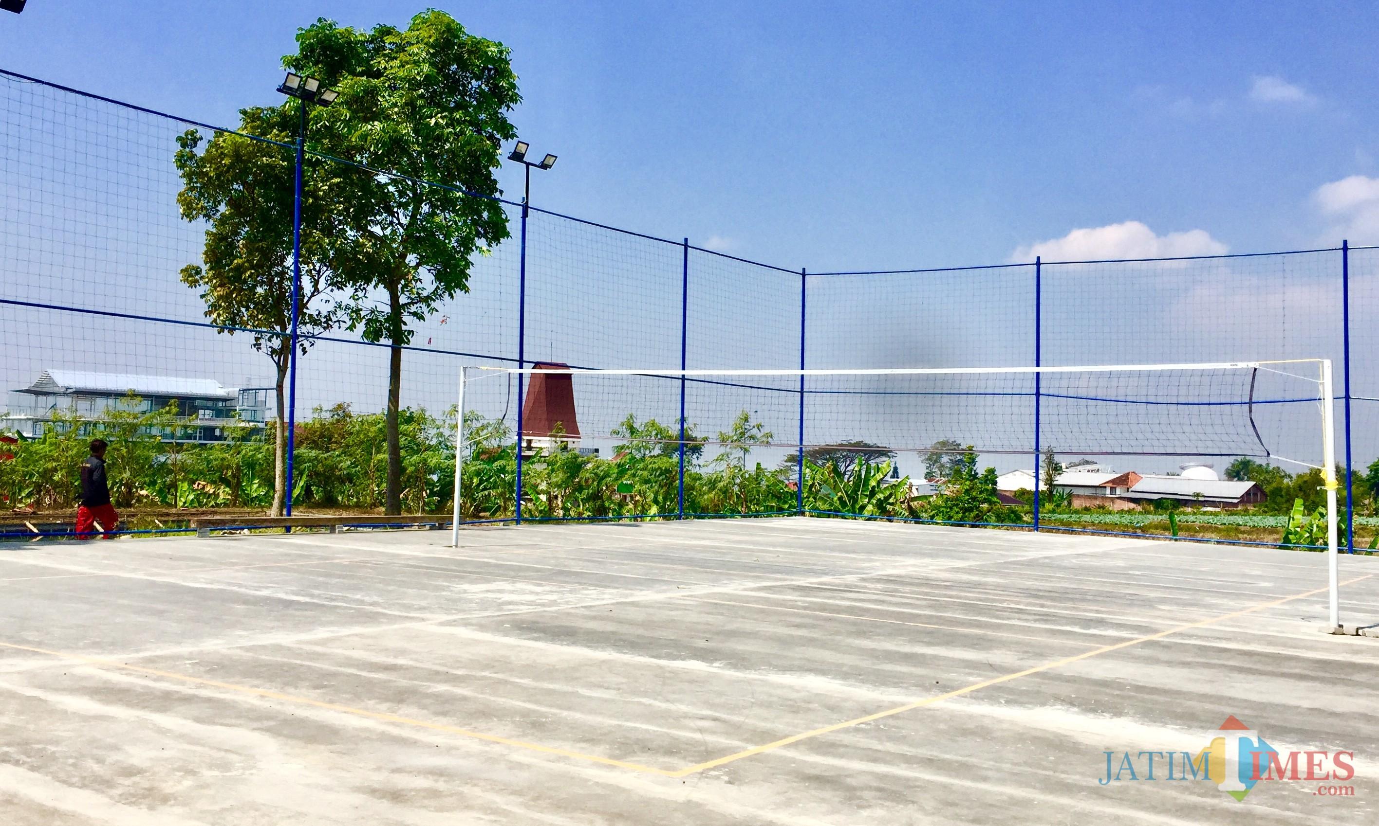 Lapangan voli di Jalan Sawahan Bawah, Desa Beji, Kecamatan Junrejo. (Foto: Irsya Richa/MalangTIMES)