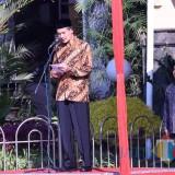 Sekda Kota Kediri Budwi Sunu memimpin upacara memperingati Hari Koperasi. (eko Arif s /JatimTimes)