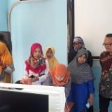 Suasana dalam workshop pelatihan e-commerce dan pengambilan foto yang dilakukan oleh pemateri dari Unikama (Unikama for MalangTIMES)