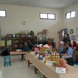 Warga RW 01 Kelurahan Tlogomas saat memaparkan potensi wilayahnya kepada juri Kampung Bersinar (Hendra Saputra)