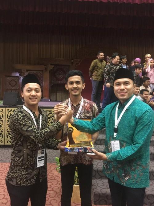 Fadlan Muzakki (batik hijau/kanan), terpilih sebagai Koordinator PPI Dunia, Malaysia, 11 July 2019 (Istimewa)