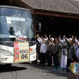 Jamaah haji asal Tulungagung saat diberangkatkan di Pendopo Tulungagung (ist)