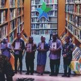 Ketua MMI Hengki Herwanto (tiga dari kiri) saat menerima piala Anugerah Mitra Perpusnas 2019 di Jakarta. (Foto: MMI for MalangTIMES)