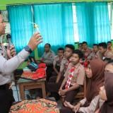Minggu Pertama Masuk Sekolah, Kapolres Kediri Mengajar di SMPN 2 Kandangan