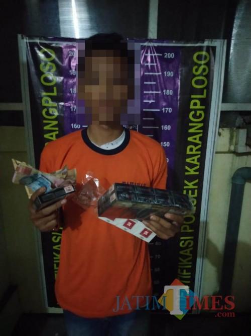 Risky Satria Anggala beserta barang bukti hasil curian saat diamankan polisi (Foto  Humas Polres Malang for MalangTIMES)