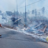 Ilustrasi petugas pemadam kebakaran saat berupaya memadamkan api (Foto : Dokumen MalangTIMES)