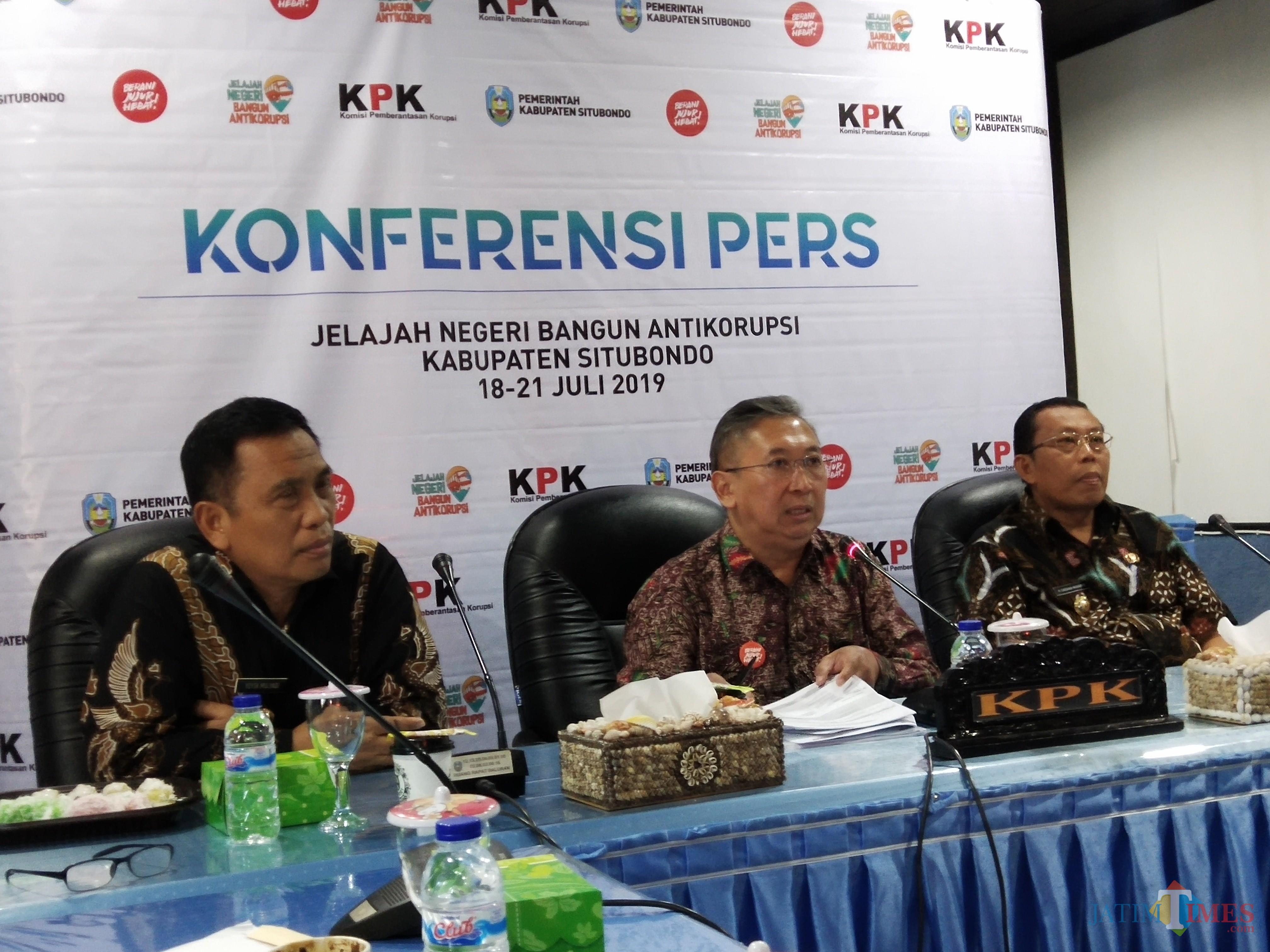 Penasehat KPK Budi Santoso tengah (Foto Heru Hartanto / Situbondo TIMES)