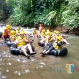 Seru, River Tubing di Lekso Adventure.(Foto : Malik  Naharul/BlitarTIMES)