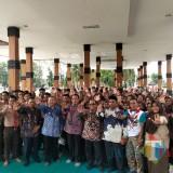 Foto bersama penasihat KPK, bupati, wabup, kadispendikbud dan para pelajar. (Foto Sony Haryono/Situbondo TIMES)