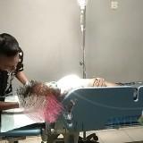 Korban saat mendapat perawatan di RSUD dr Abdoer Rahem Situbondo (Foto Heru Hartanto/Situbondo TIMES)